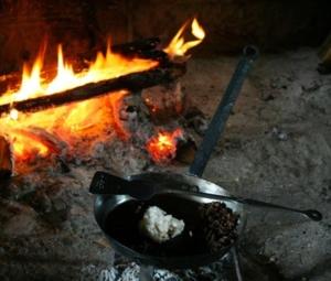 gusseiserner-topf-feuerstelle
